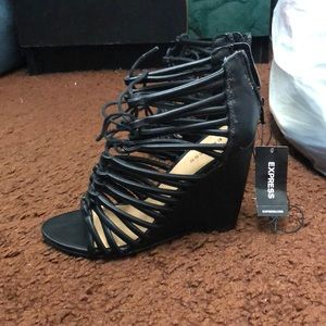 Express | NWT Sandals